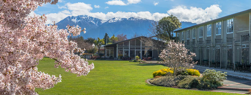 Hotel - Accommodation in Te Anau, Fiordland