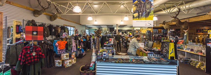 Te Anau - outdoor, hunting, fishing shop